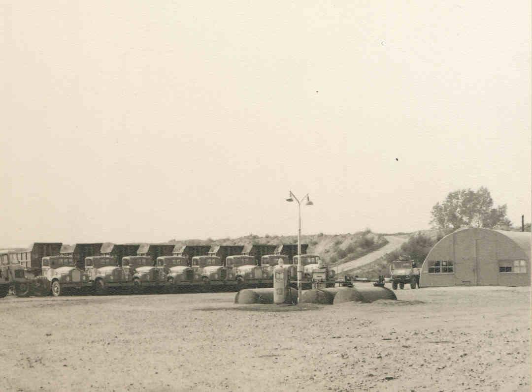 Han-Megens--Een-aantal-Mack-B43S-kippers-in-Limburg-tijdens-de-aanleg-van-de-rijksweg-A2-hier-in-Roosteren