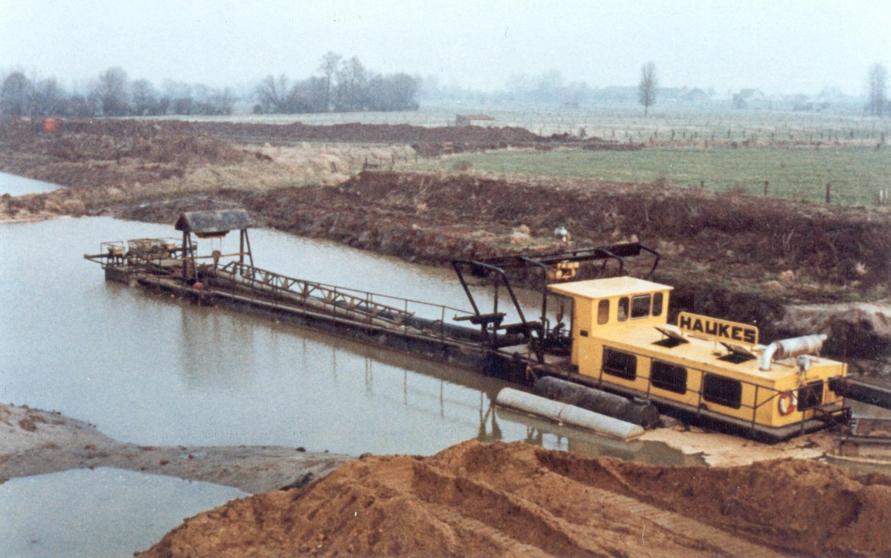 Han-Megens-De-Wihag-zandzuiger-van-Haukes-aan-werk-in-Echt-Limburg