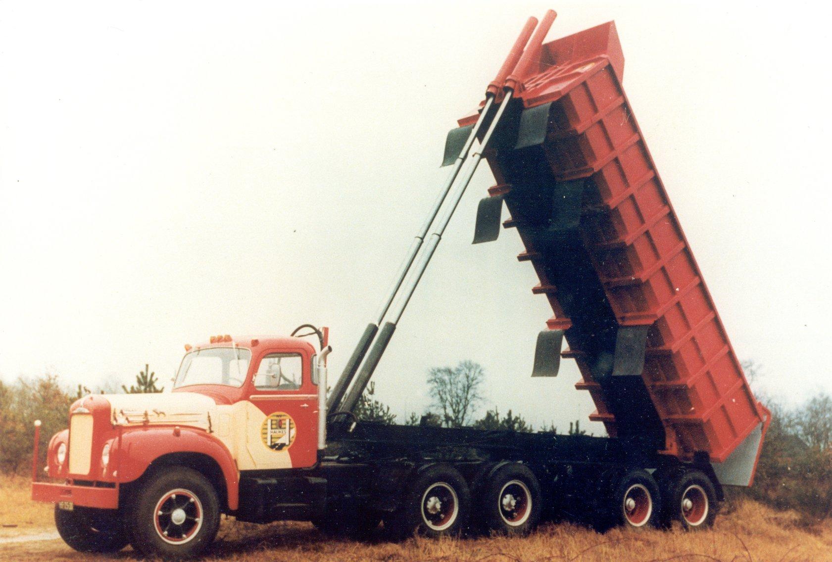 Han-Megens-Mack-B43S-nr-115-nog-nieuw-en-in-de-nieuwe-bedrijfskleuren-van-de-wegenbouw-afdeling