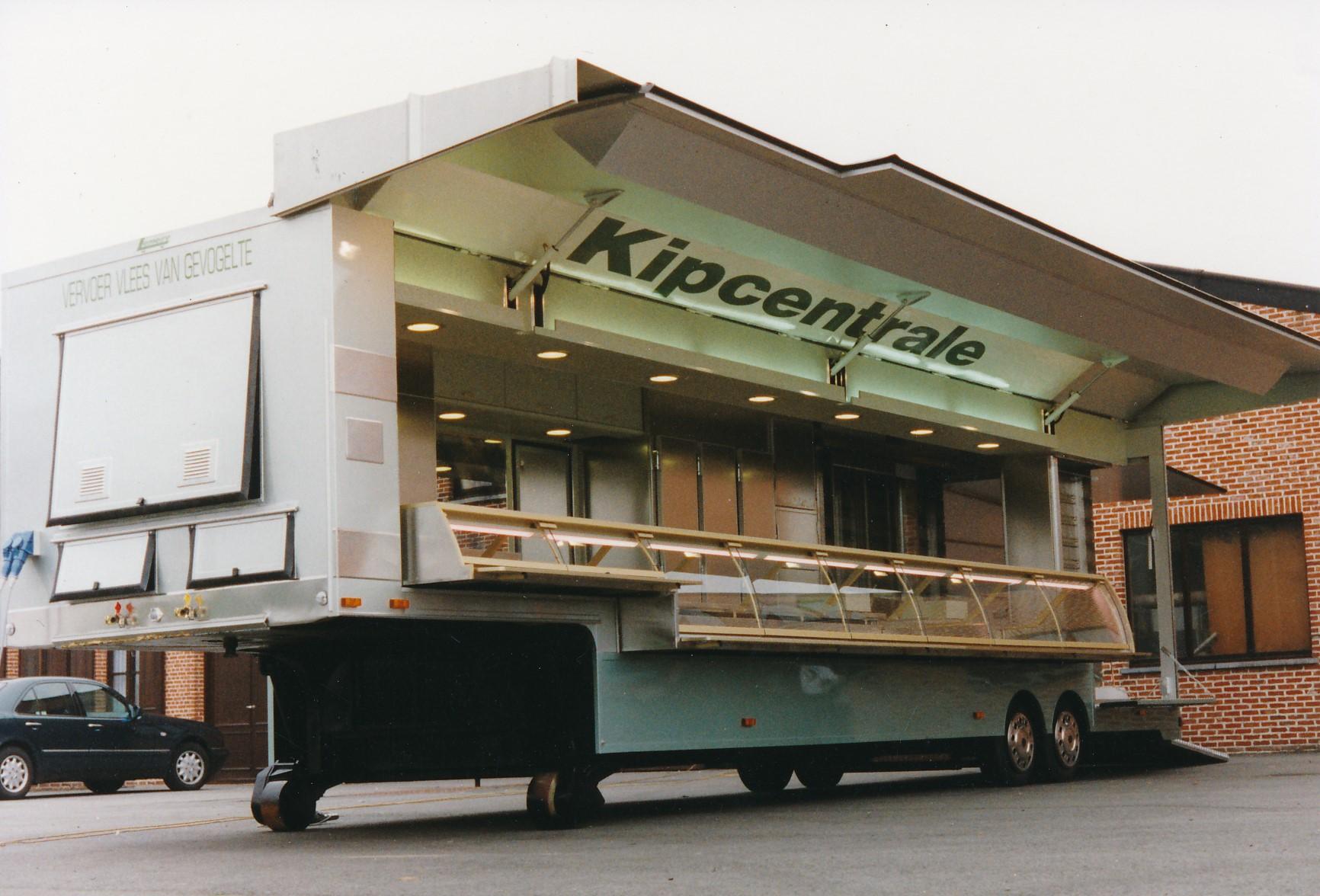 Gemaakt-in-1995-oplegger-voor-gebraden-kip--met-lengte-10-5-m