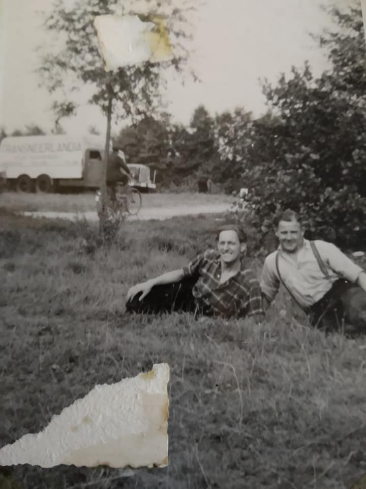 Rechts--mijn-vader-Toon-Freyee--links-zn-maatje-Aart-van-Leeuwen