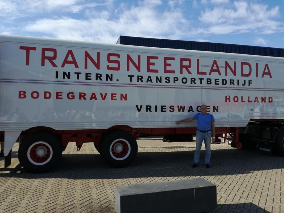 het-laatste-overgebleven-stukje-Transneerlandia--een-dit-jaar-gerestaureerde-koel-vriestrailer-archief-Kees-freyee