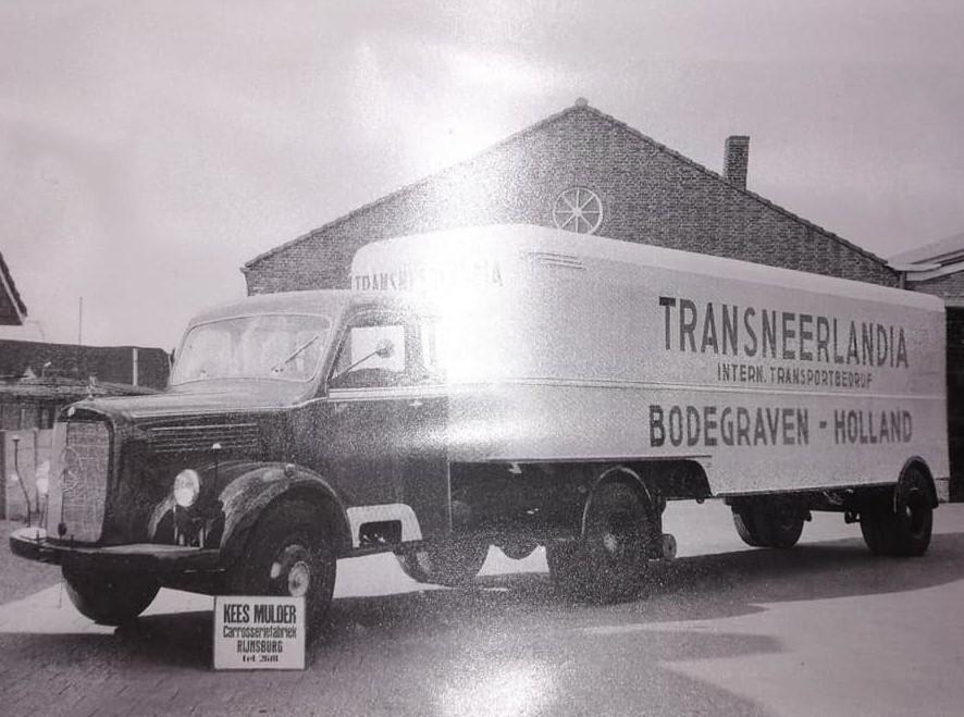 mijn-vader-Toon-Freyee-en-zijn-laatste-nieuwe-in-de-zeventiger-jaren-BS-11-512