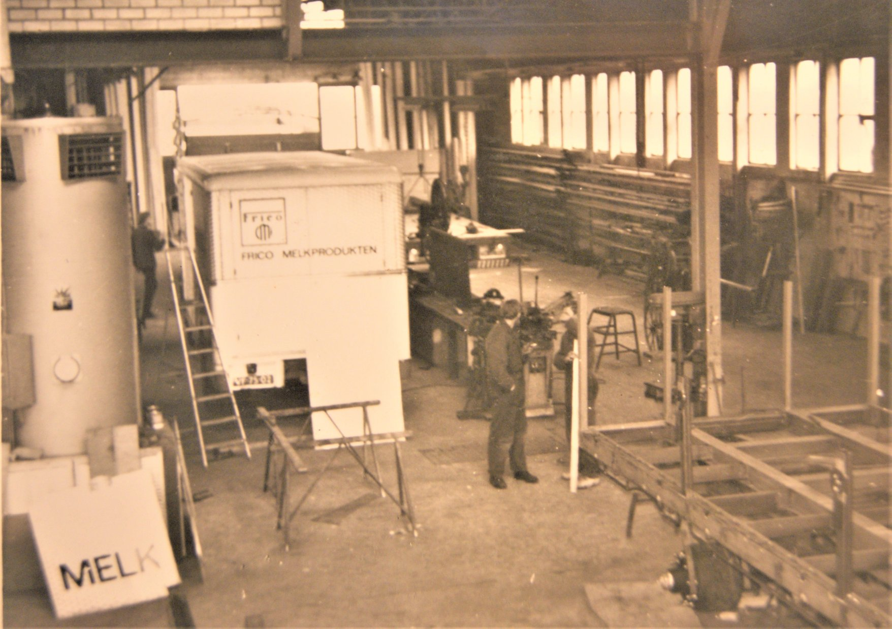 werkplaats-van-Rondaan-in-Beetgum-in-de-jaren-60-70-1