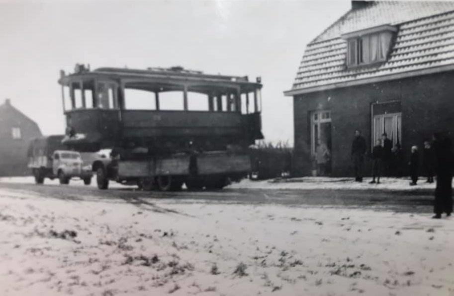 F-Joosten-transport-Weert---3-December-1947--vervoer-eerste-wagon-voor-het-trammuseum-te-Weert-3