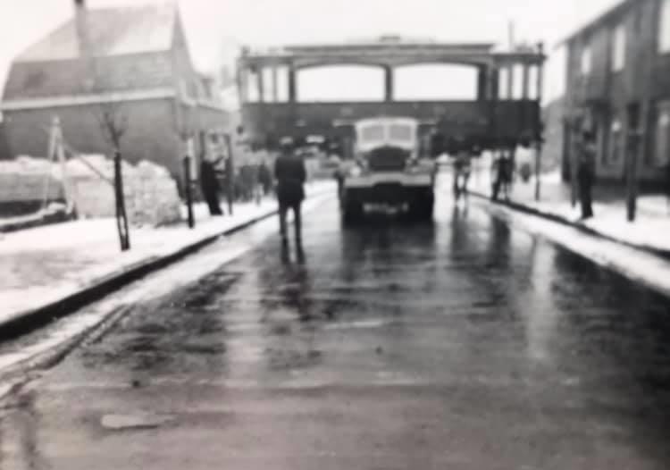 F-Joosten-transport-Weert---3-December-1947--vervoer-eerste-wagon-voor-het-trammuseum-te-Weert-4
