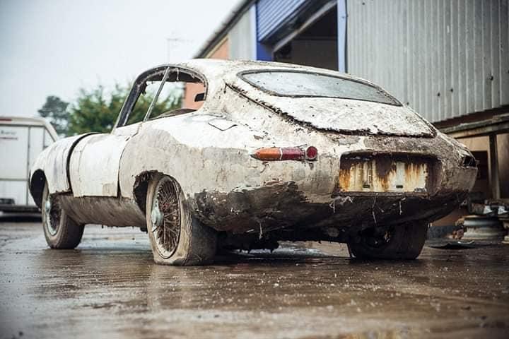 Jaguar-E-Type-3-8-early-Series-1-Fixedhead-Coupe--1962--2