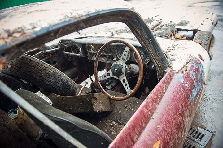 Jaguar-E-Type-3-8-early-Series-1-Fixedhead-Coupe--1962--3