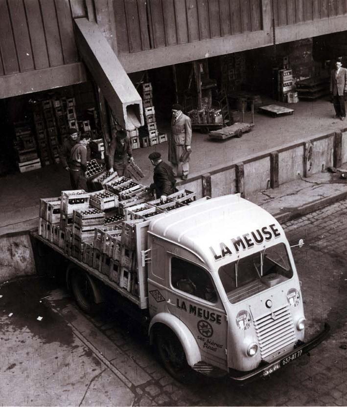 Renault-Galion-bij-de-brouwerij--1960
