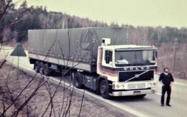 Papierlossen-uit-Suameer-in-Stenungsund--Zweden-april-1983-Gerrit-Rottine-is-mee-als-bijrijder
