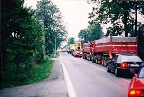Met-de-meute-in-Horni-geladen-lekker-aanschuiven-in-Rosvadof-Waidhaus.-Autobaan-bestond-toen-nog-niet--Ron-Quax--4
