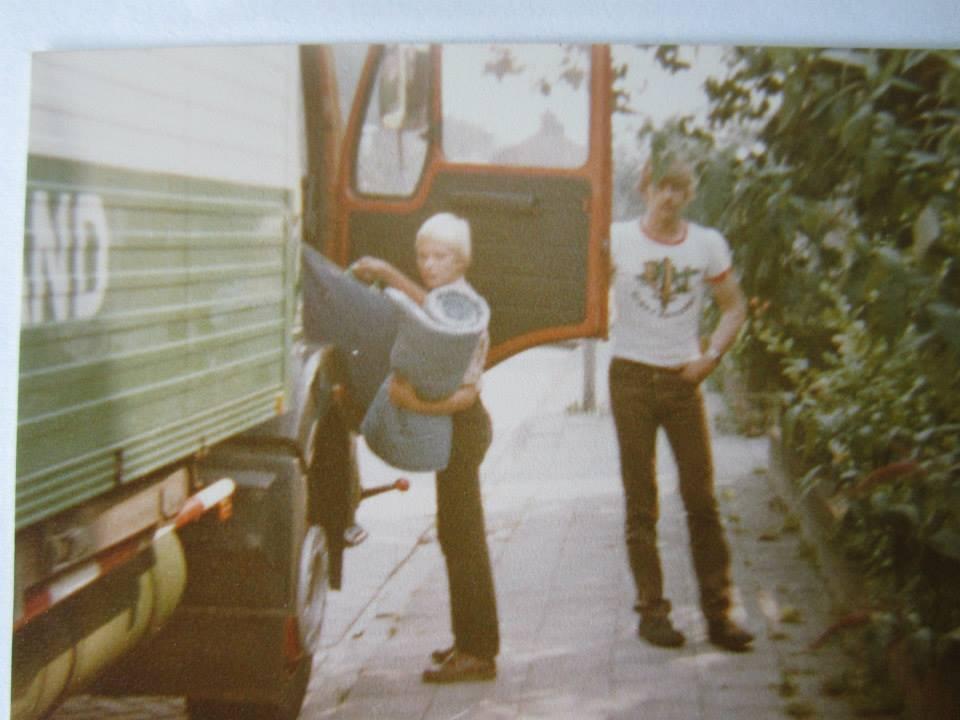 even-een-ritje-mee-toen-had-ik-nog-haar-op-mn-hoofd-Met-Bernard-Bollen-op-de-20JB88-auto-van-Bennie-Aarnink