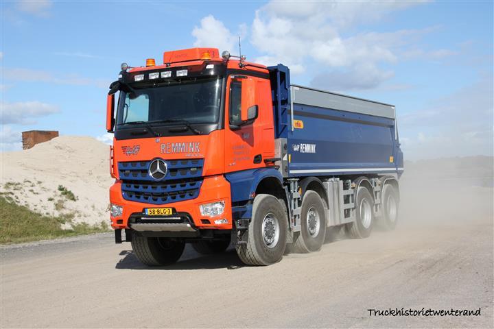 Mercedes-Arocs-58-BLG-3-