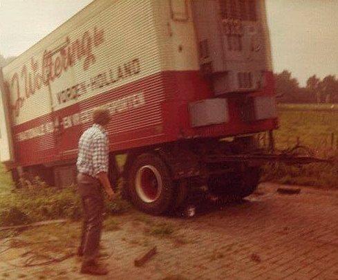 Aanhanger-in-de-wei-beland-rond-1974