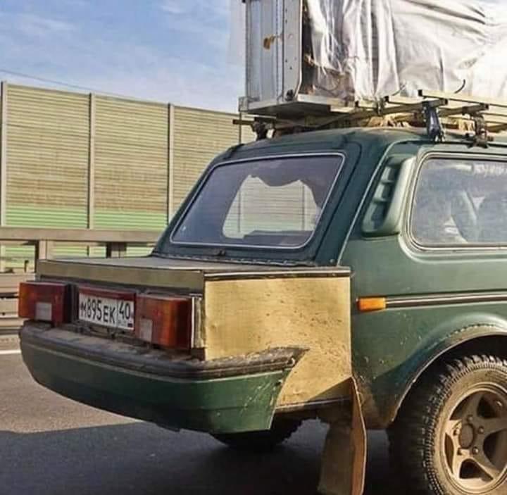 Lada-Niva-Sedan-