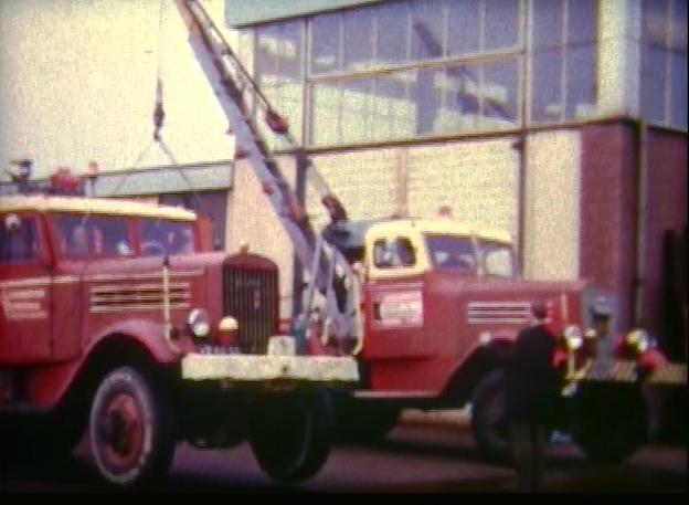 Twee----Federal-kraanwagens