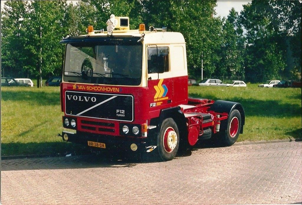 Volvo--Eerste-prijs-mooiste-truckverkiezing-Truckerdag-Veenendaal