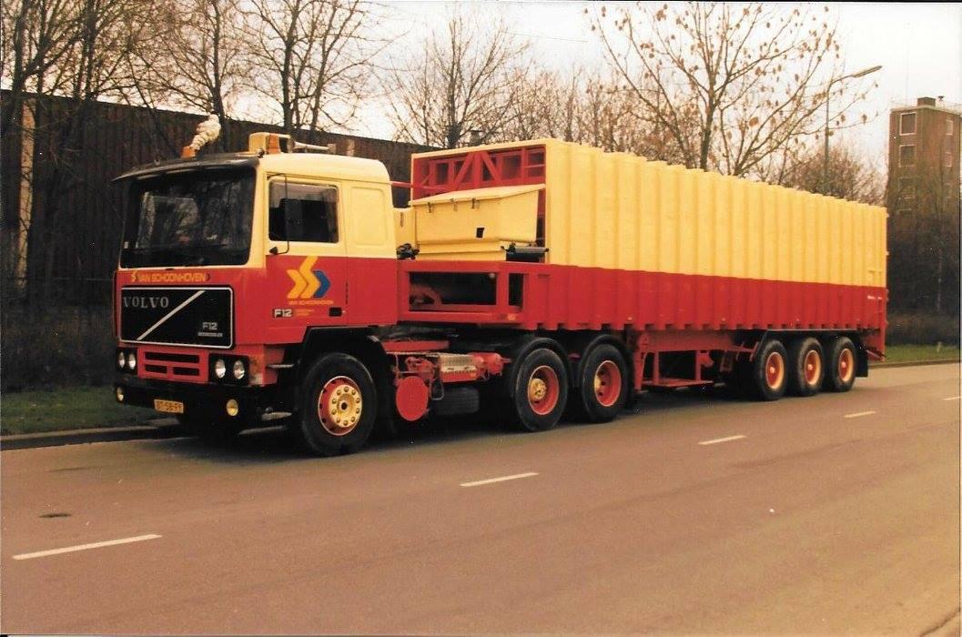 Volvo-Na-de-containerwagens-werd-het-huisvuiltransport-voortgezet-met-perstrailers