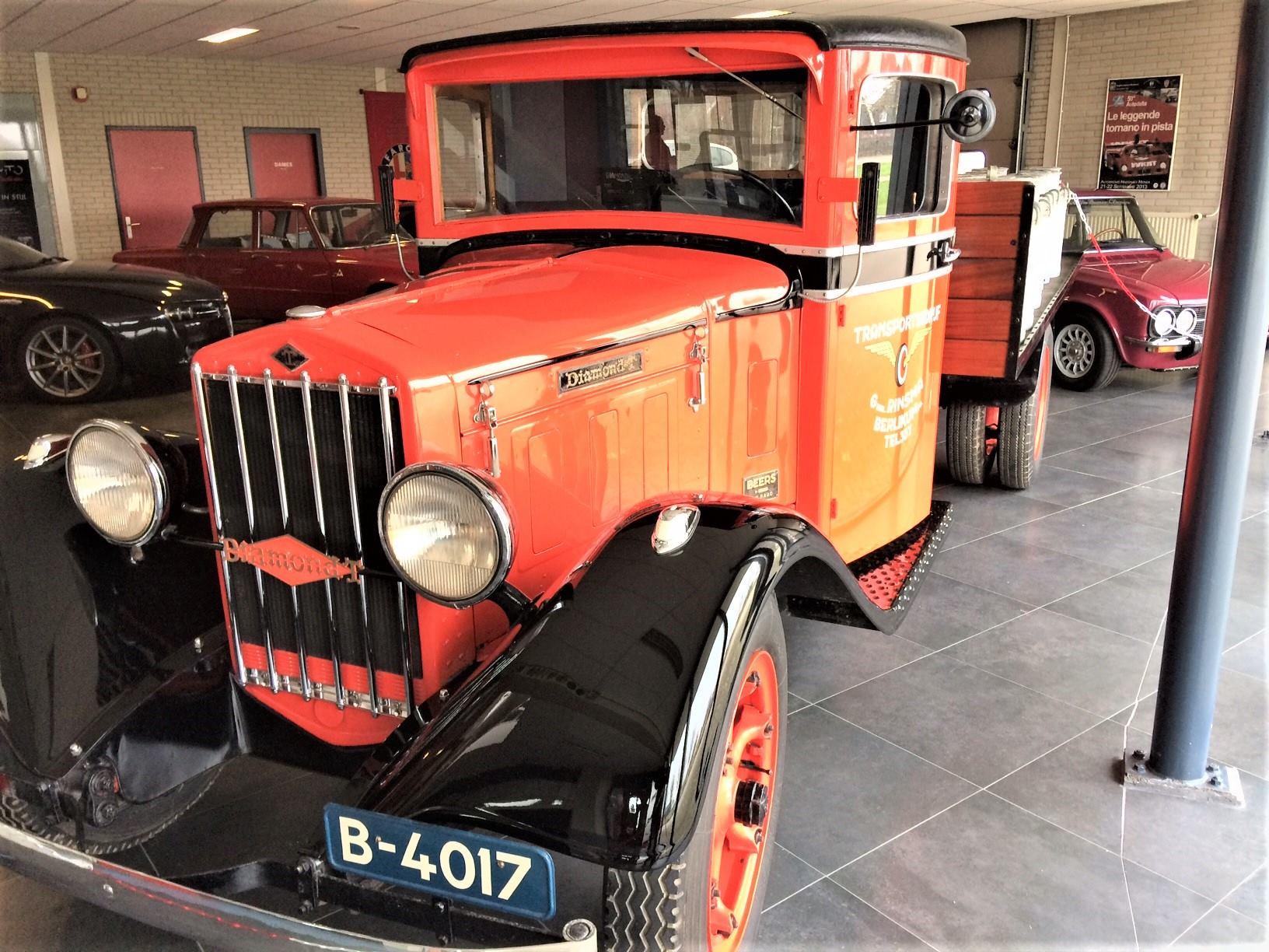Diamond-T-van-1933-door-mijn-oom-Evert-Rondaan-gerestaureerd-de-gehele-cabine-en-de-motorkap-en-al-het-plaatwerk-vernieuwd-en-Hendrik-Rinsma-heeft-de-laadbak-gemaakt-1