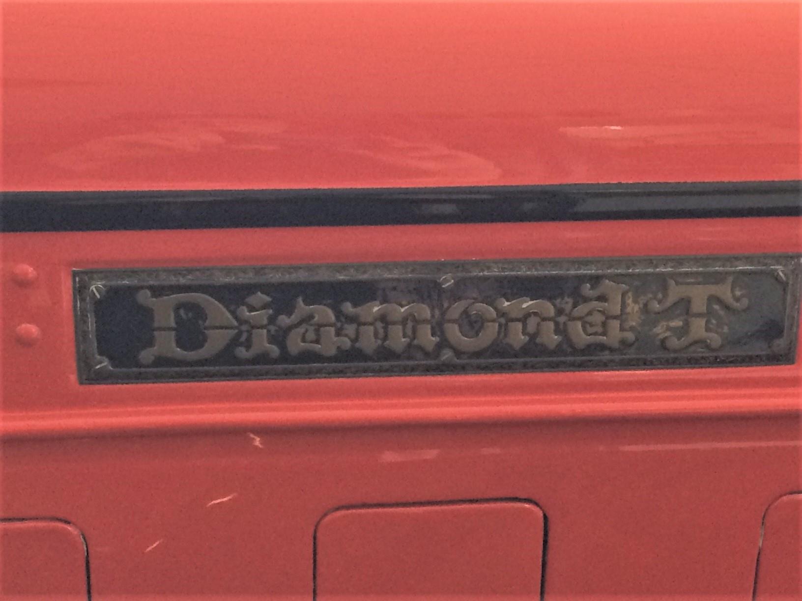 Diamond-T-van-1933-door-mijn-oom-Evert-Rondaan-gerestaureerd-de-gehele-cabine-en-de-motorkap-en-al-het-plaatwerk-vernieuwd-en-Hendrik-Rinsma-heeft-de-laadbak-gemaakt-3