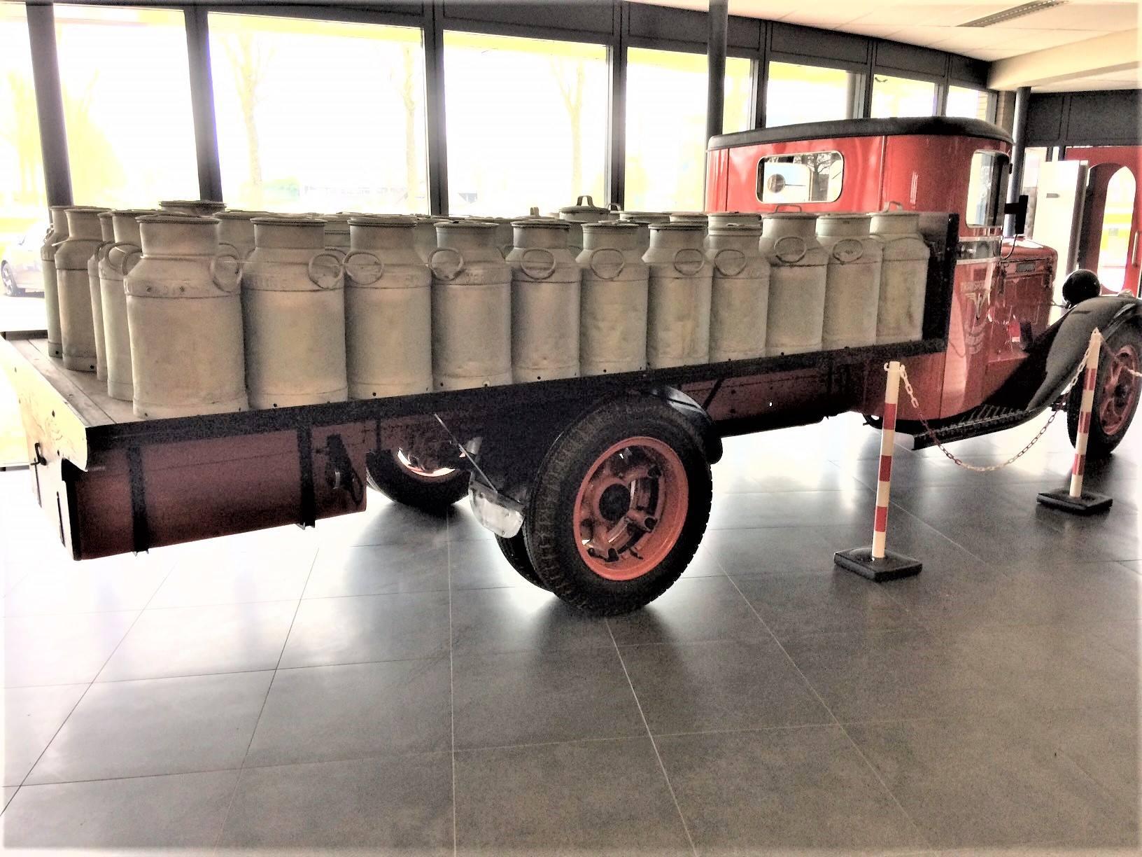 Diamond-T-van-1933-door-mijn-oom-Evert-Rondaan-gerestaureerd-de-gehele-cabine-en-de-motorkap-en-al-het-plaatwerk-vernieuwd-en-Hendrik-Rinsma-heeft-de-laadbak-gemaakt-5