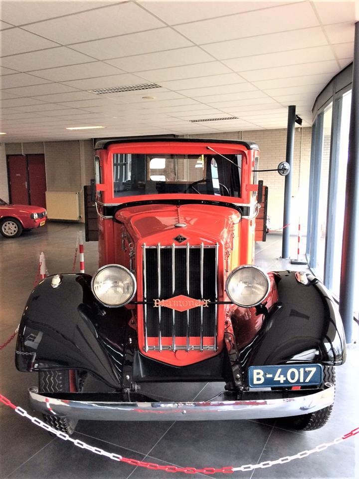 Diamond-T-van-1933-door-mijn-oom-Evert-Rondaan-gerestaureerd-de-gehele-cabine-en-de-motorkap-en-al-het-plaatwerk-vernieuwd-en-Hendrik-Rinsma-heeft-de-laadbak-gemaakt-6