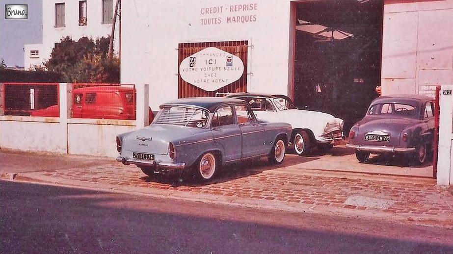 Simca-Garage-avec-une-Simca-Aronda-1960