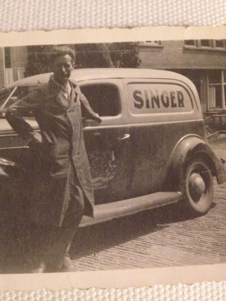 Dhr.-Lijbers-in-1950--Ford-Eifel