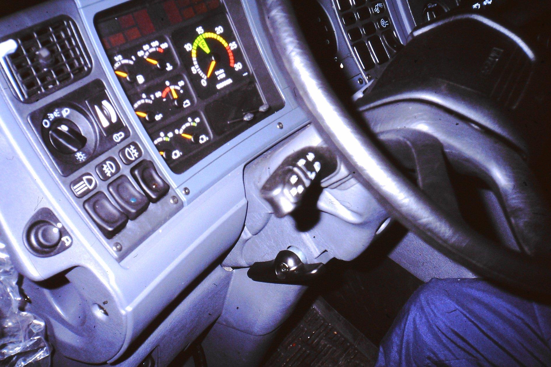 Peter-Nieuwkoop-met-zijn-nieuwe-scania-27-1-2003-11