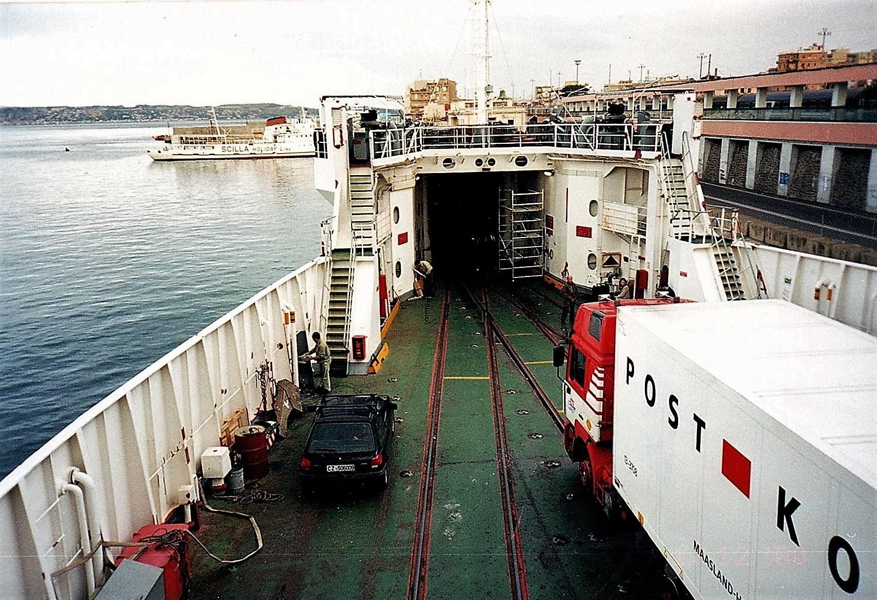 Op-de-boot-naar-Sicilie