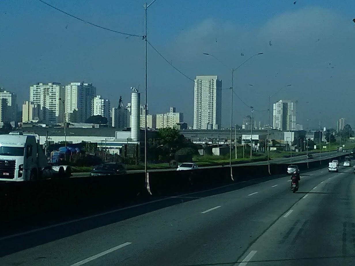 10-6-2019-Sao-Paulo-door-de-stad-op-weg-naar-Santos-10