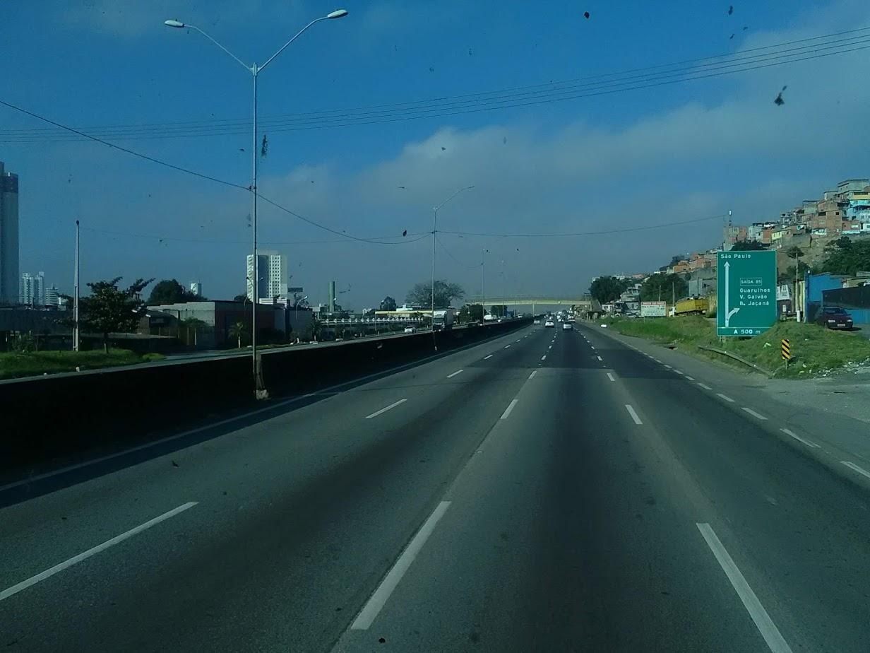 10-6-2019-Sao-Paulo-door-de-stad-op-weg-naar-Santos-11