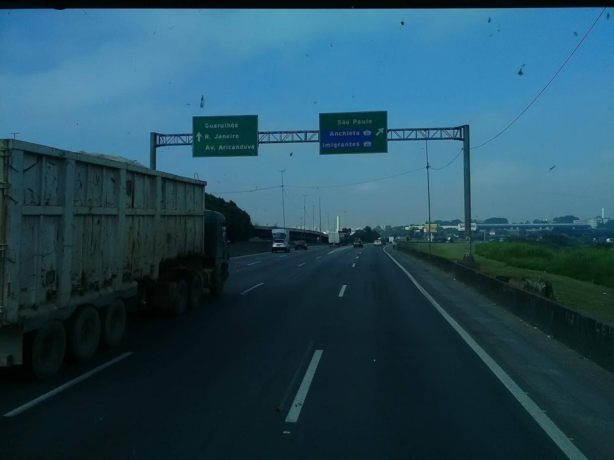 10-6-2019-Sao-Paulo-door-de-stad-op-weg-naar-Santos-15
