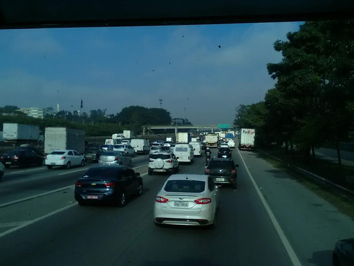10-6-2019-Sao-Paulo-door-de-stad-op-weg-naar-Santos-16