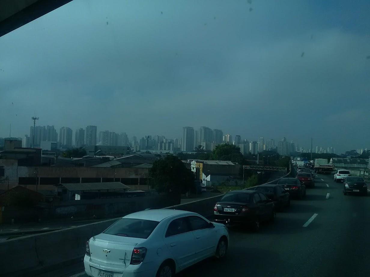 10-6-2019-Sao-Paulo-door-de-stad-op-weg-naar-Santos-27