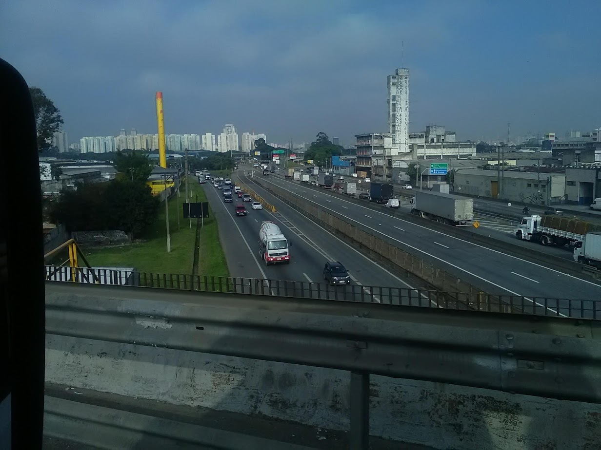 10-6-2019-Sao-Paulo-door-de-stad-op-weg-naar-Santos-28