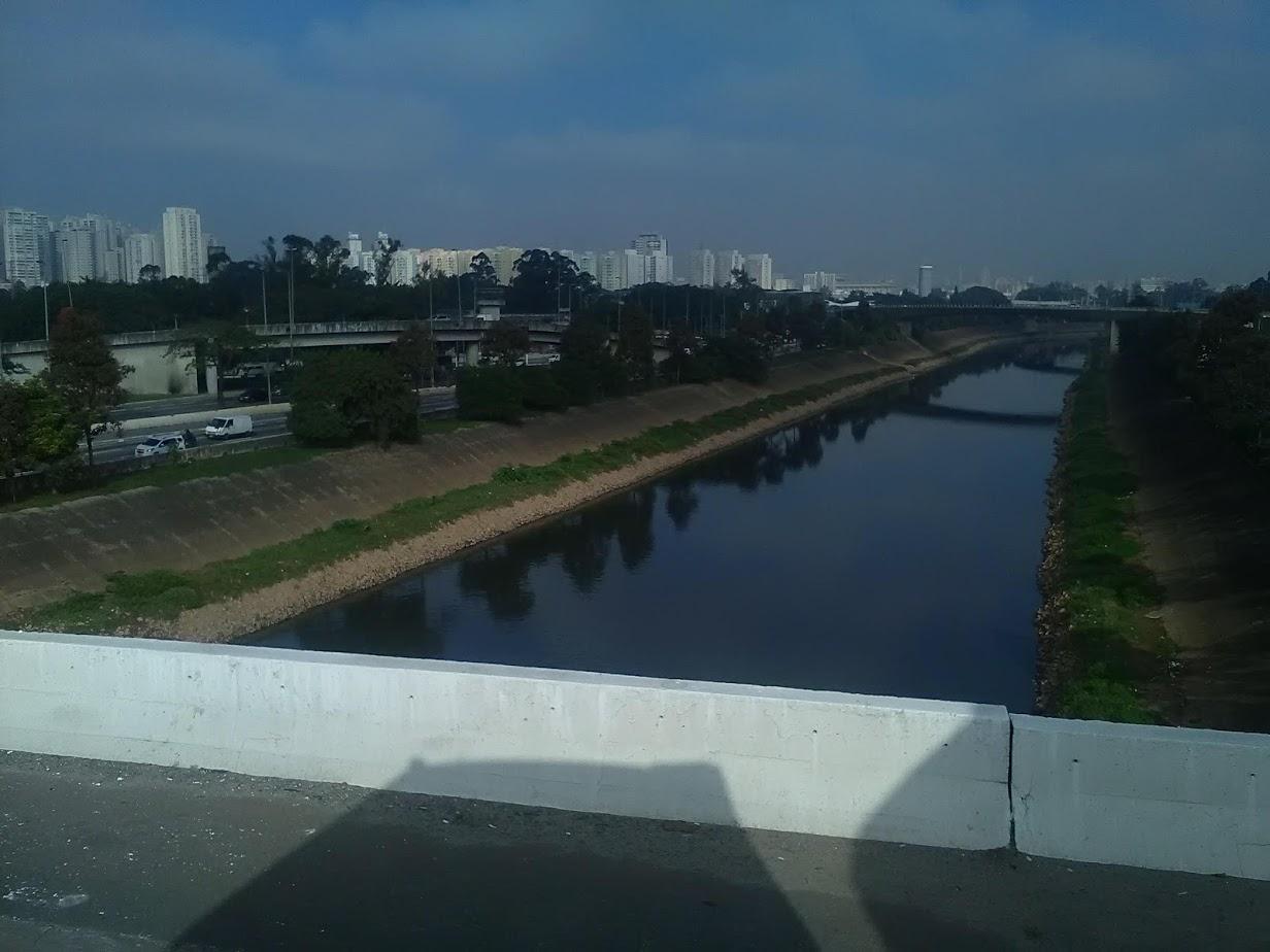 10-6-2019-Sao-Paulo-door-de-stad-op-weg-naar-Santos-33