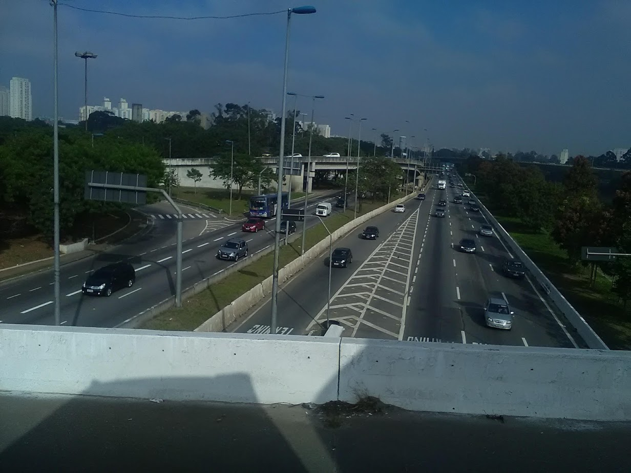 10-6-2019-Sao-Paulo-door-de-stad-op-weg-naar-Santos-34