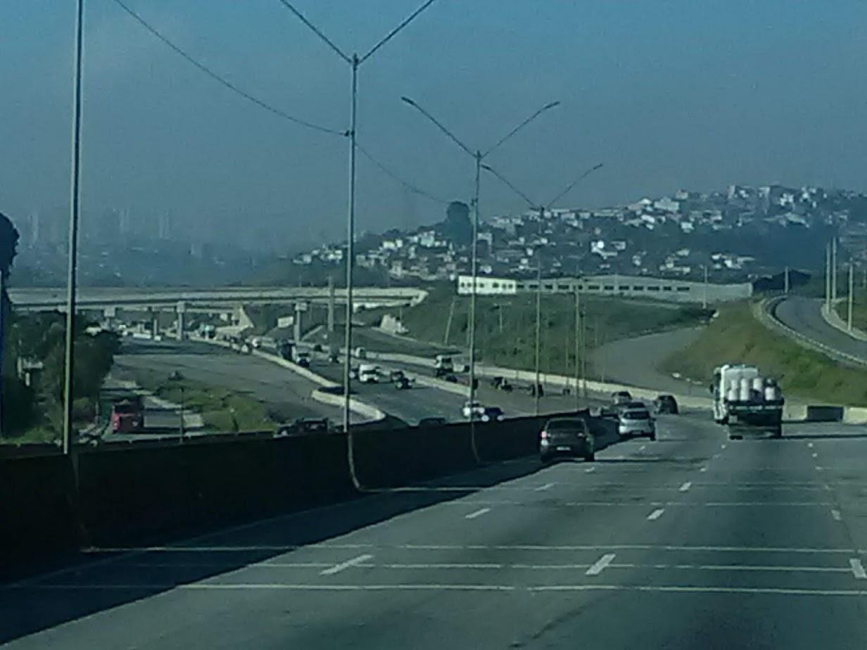 10-6-2019-Sao-Paulo-door-de-stad-op-weg-naar-Santos-8