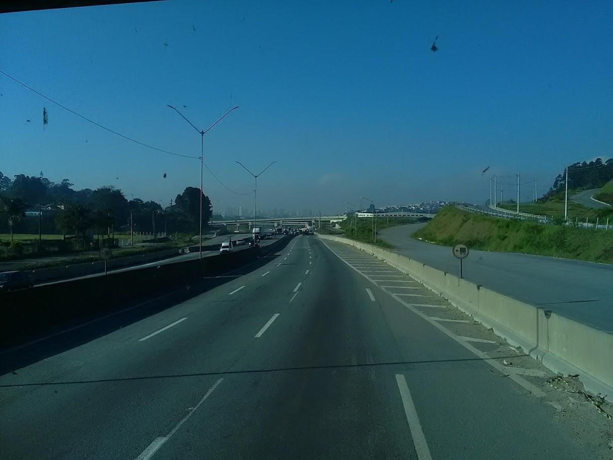 10-6-2019-Sao-Paulo-door-de-stad-op-weg-naar-Santos-9