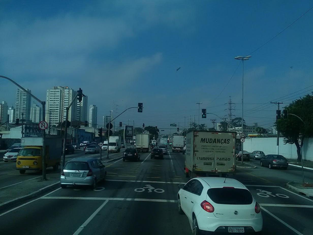 10-6-2019-Sao-Paulo-door-de-stad-op-weg-naar-Santos-37