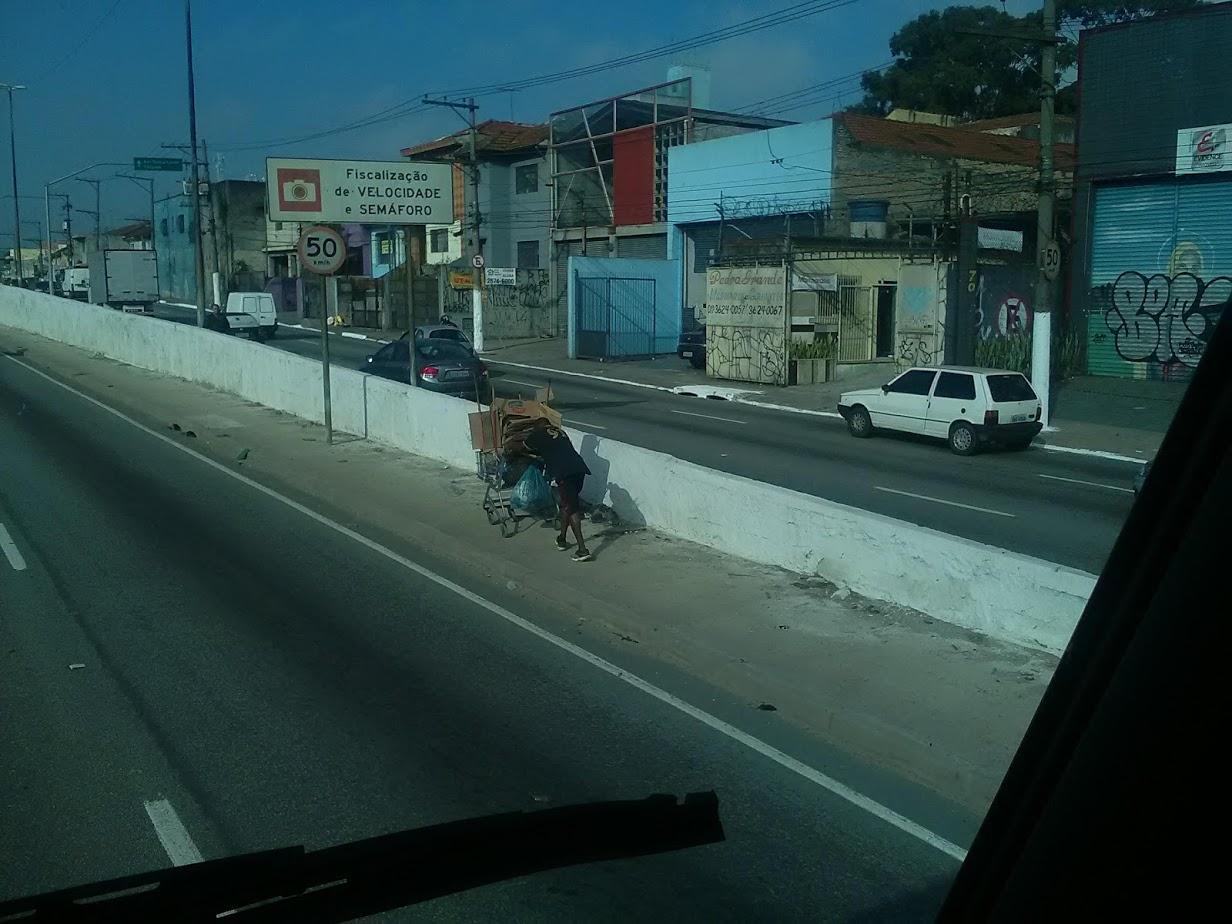 10-6-2019-Sao-Paulo-door-de-stad-op-weg-naar-Santos-38