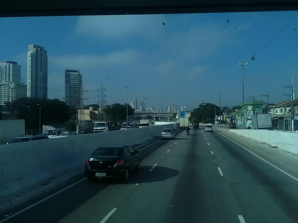 10-6-2019-Sao-Paulo-door-de-stad-op-weg-naar-Santos-39