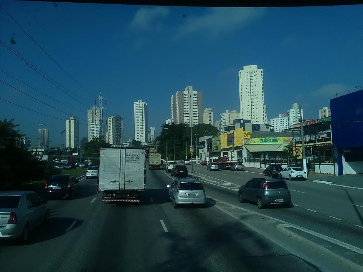 10-6-2019-Sao-Paulo-door-de-stad-op-weg-naar-Santos-40