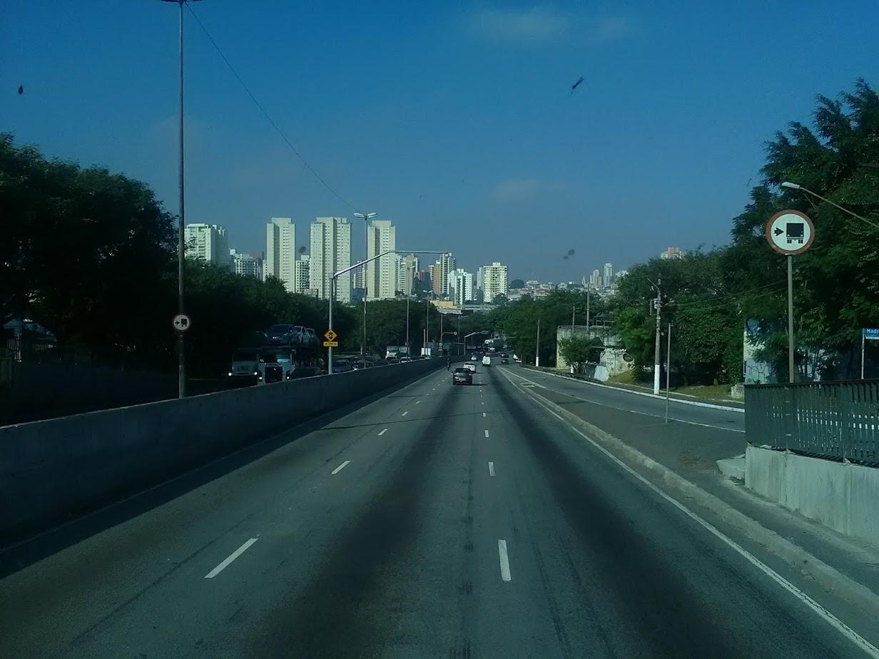 10-6-2019-Sao-Paulo-door-de-stad-op-weg-naar-Santos-45