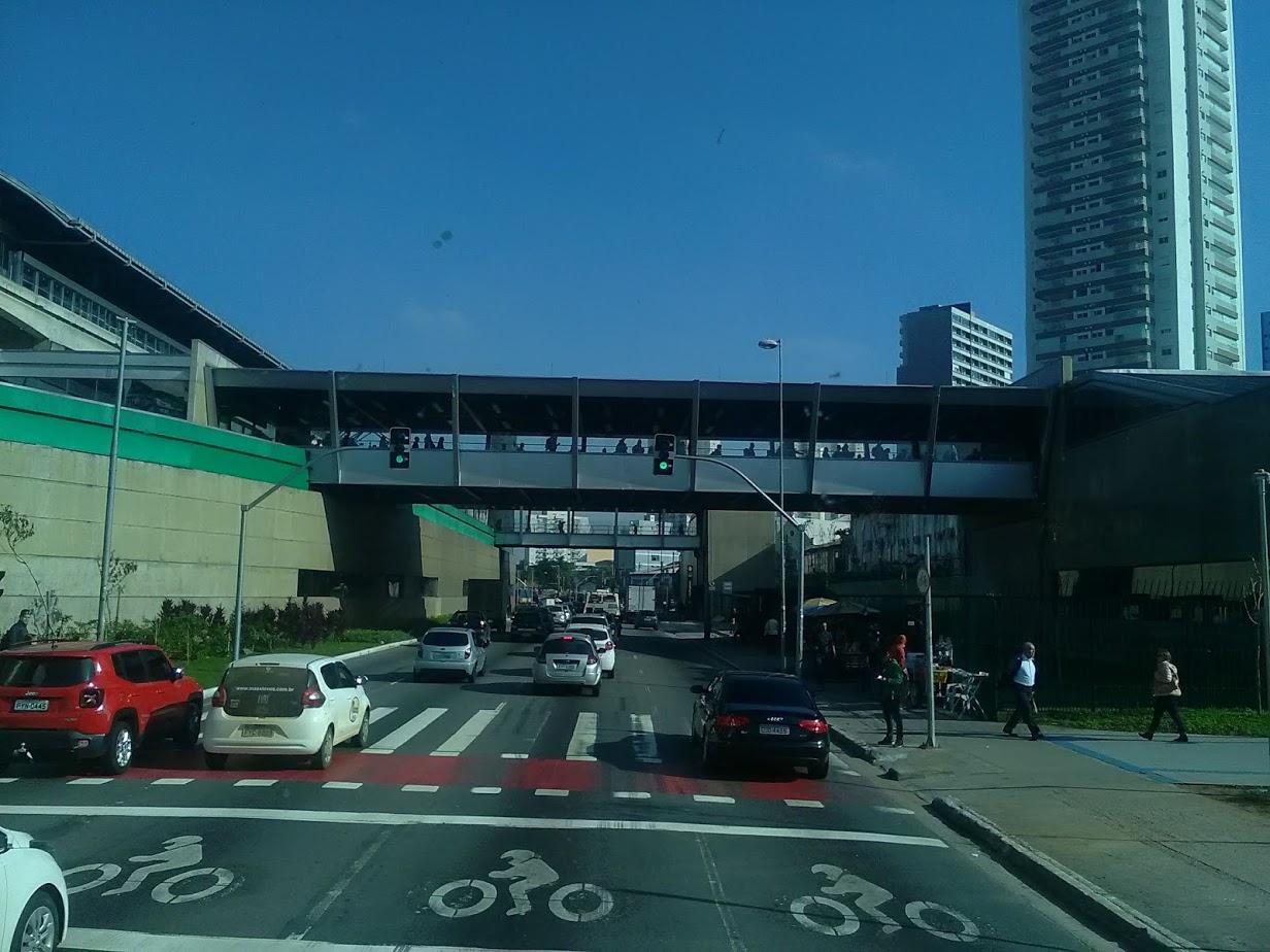 10-6-2019-Sao-Paulo-door-de-stad-op-weg-naar-Santos-49