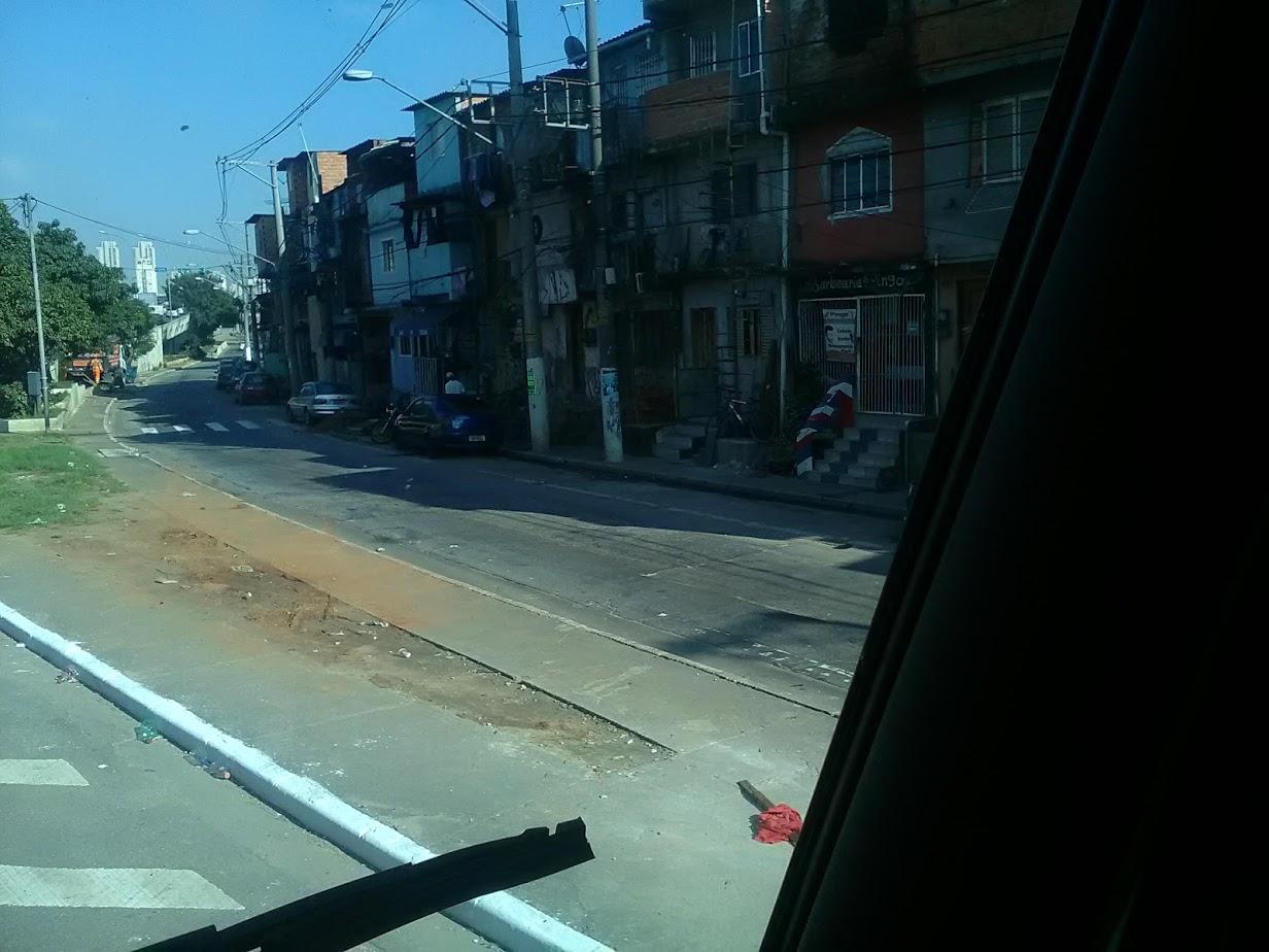 10-6-2019-Sao-Paulo-door-de-stad-op-weg-naar-Santos-54