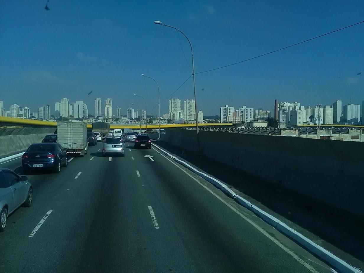 10-6-2019-Sao-Paulo-door-de-stad-op-weg-naar-Santos-55