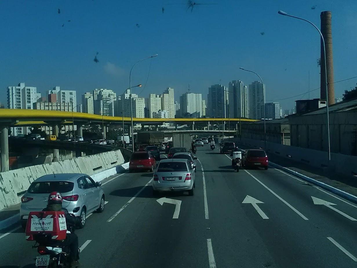 10-6-2019-Sao-Paulo-door-de-stad-op-weg-naar-Santos-56