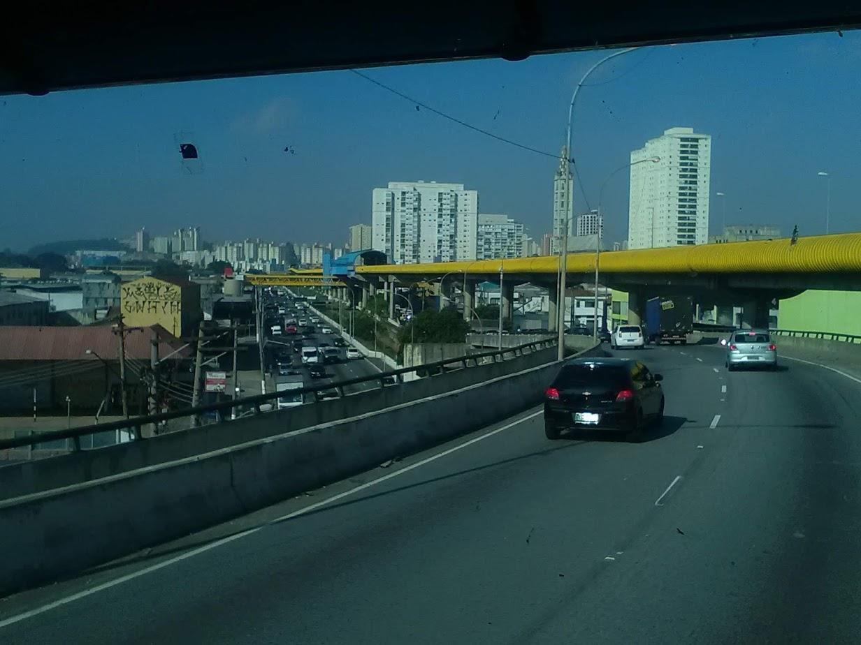 10-6-2019-Sao-Paulo-door-de-stad-op-weg-naar-Santos-57